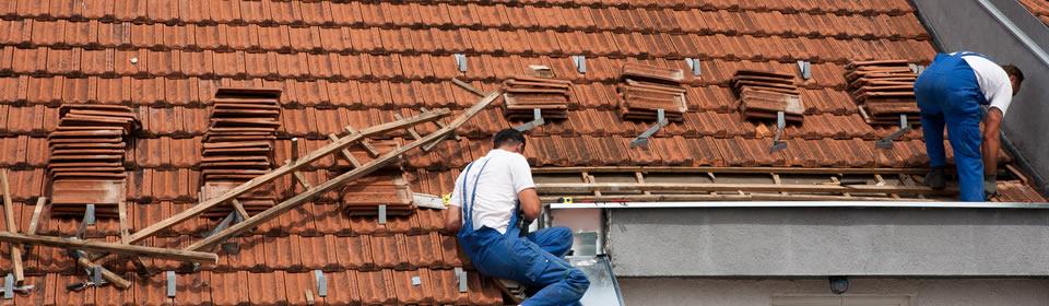 dakbedekking op hellend dak plaatsen